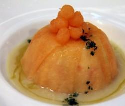 tortino di riso con scampi in crosta di melone e salsa di asparagi