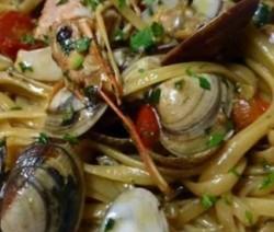Spaghetti con vongole e gamberi
