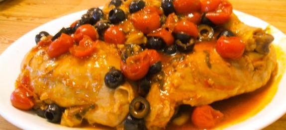 Cosce di pollo al pomodoro con acciughe ed olive